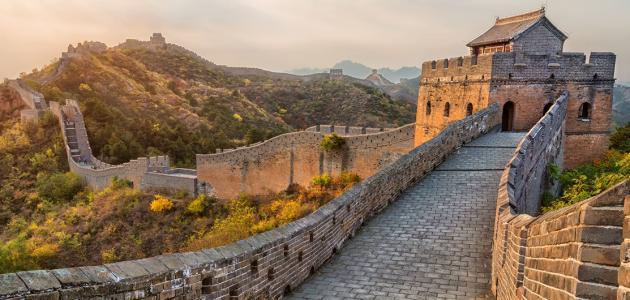 كم يبلغ طول سور الصين العظيم توليب نيوز